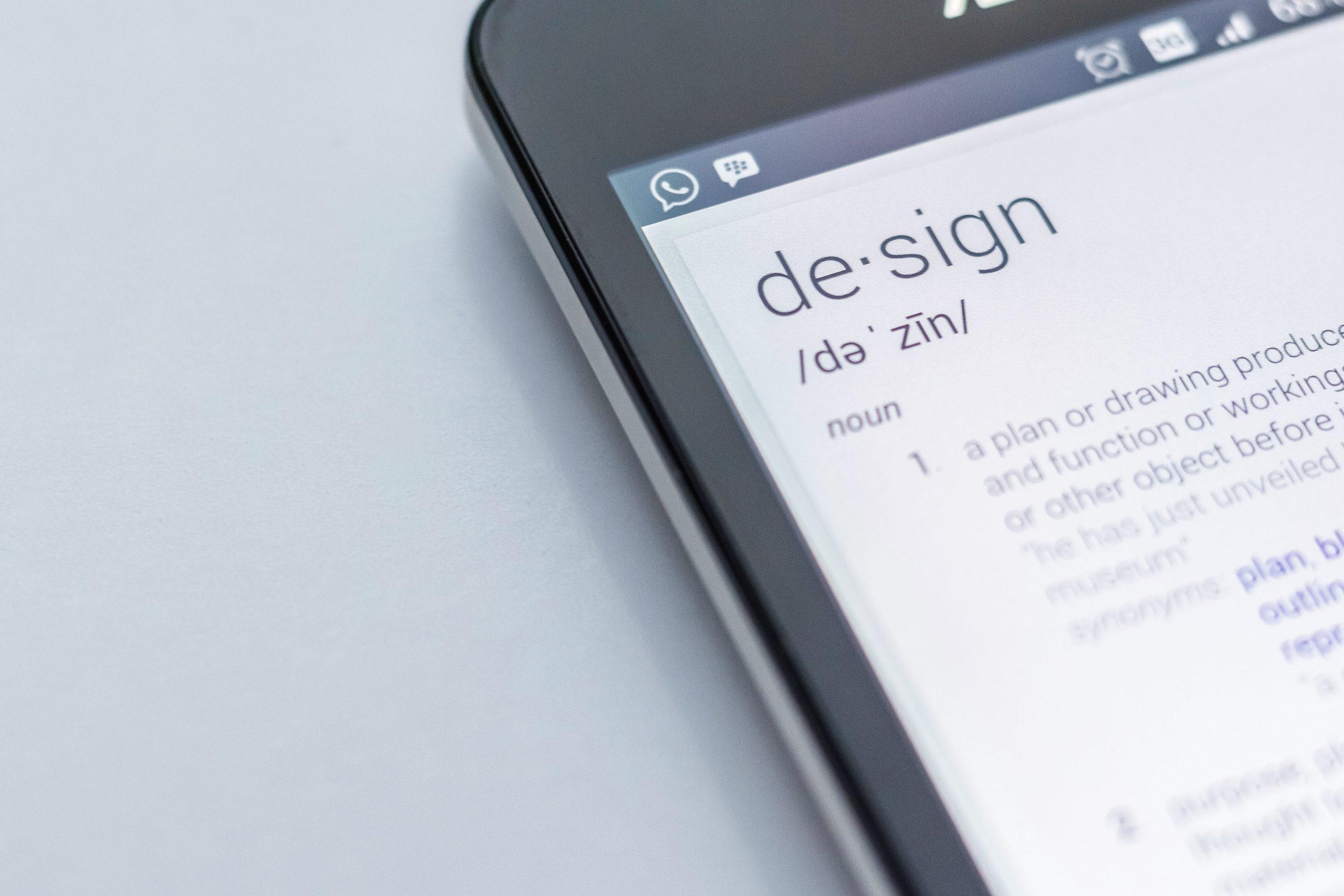 celular com imagem de tradução da palavra design